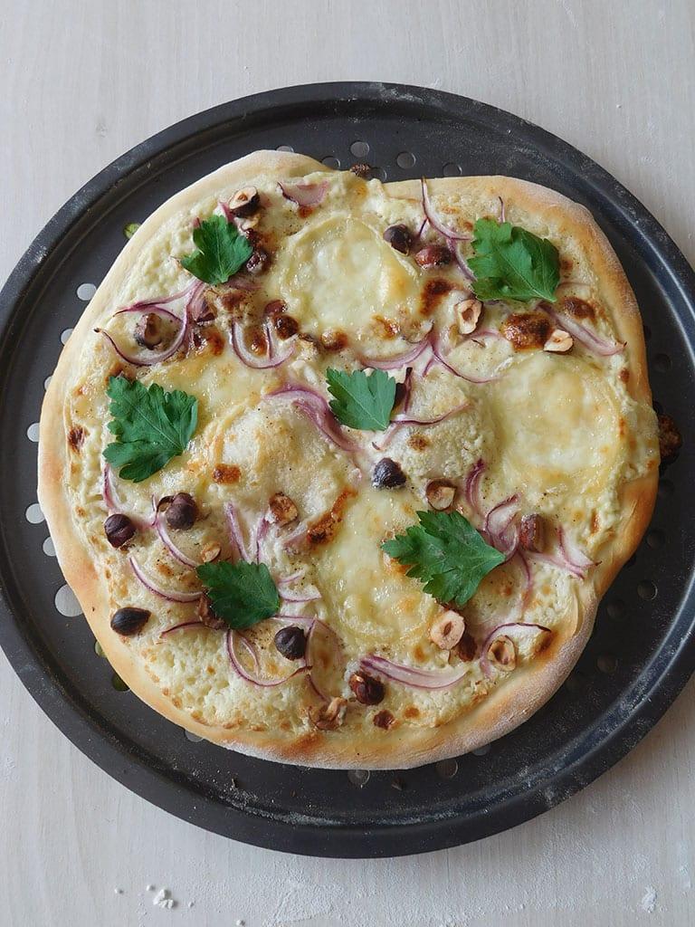 Une pizza qui change, au chèvre et au miel.