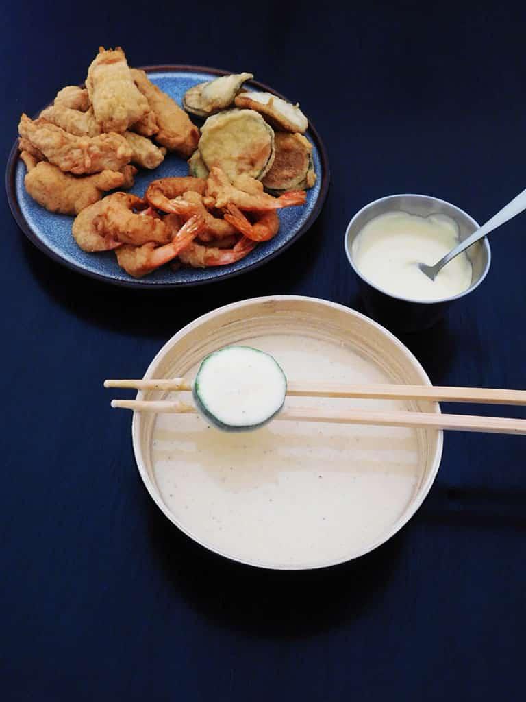 Réaliser la pâte à tempura pour vos beignets.