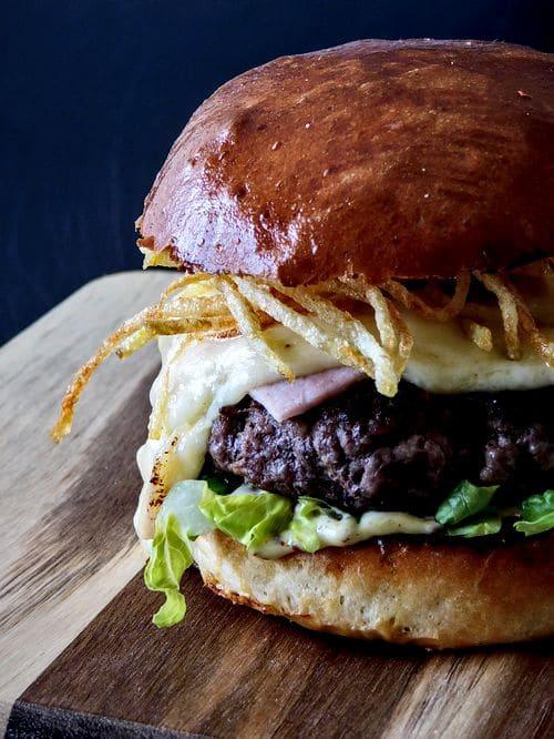Réaliser un burger raclette !
